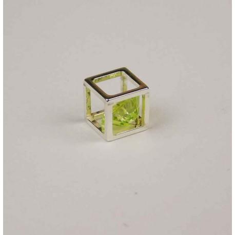 Circonita dentro de cubo plata